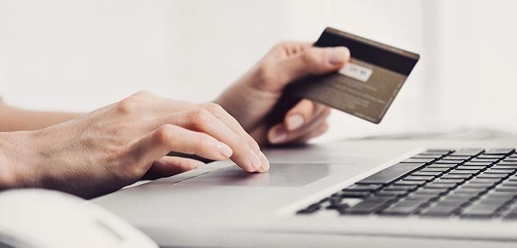 Wie bezahlt man mit einer Kreditkarte? Warum manchmal mit Unterschrift und wann mit PIN?