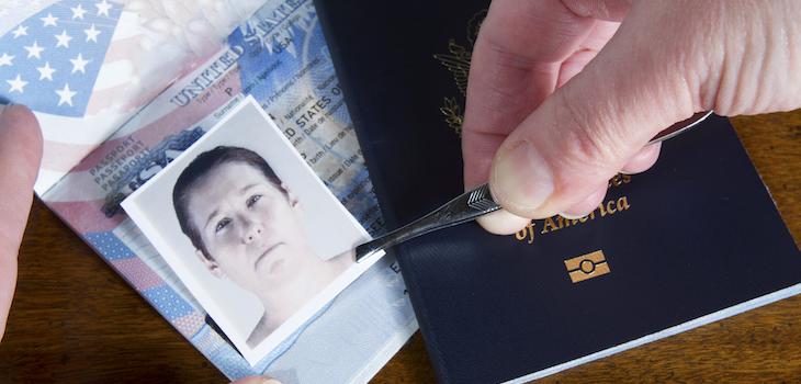 Thailands Polizei nimmt ausländische Kreditkarten- und Passfälscher hoch